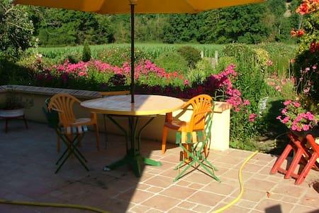 La Chambre Verte dans ma Maison avec Jardin - Mondoubleau