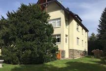 Geräumige Wohnung im Grünen