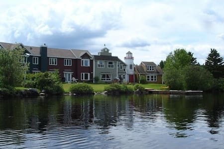 Eagle (Dark Green) Baldwin Lakefront Townhouse - Coaticook - Sorház