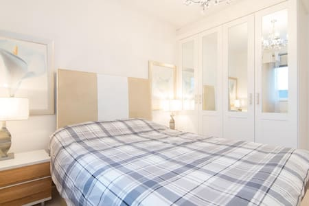 Quiet and airy double room - Kirkmuirhill - Casa