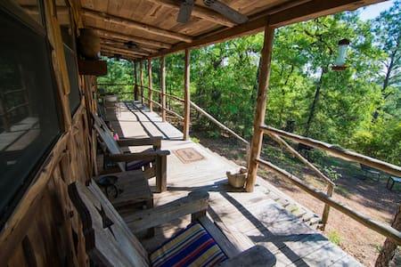Hilltop cabin,views for miles,Smithville & Bastrop - Smithville - Természeti szállás