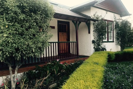Fairytale Cottage, Close to Hobart! - House