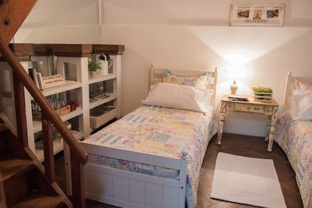 Casa con Jardin Barrio tranquilo, Buena Ubicacion - La Plata - Casa