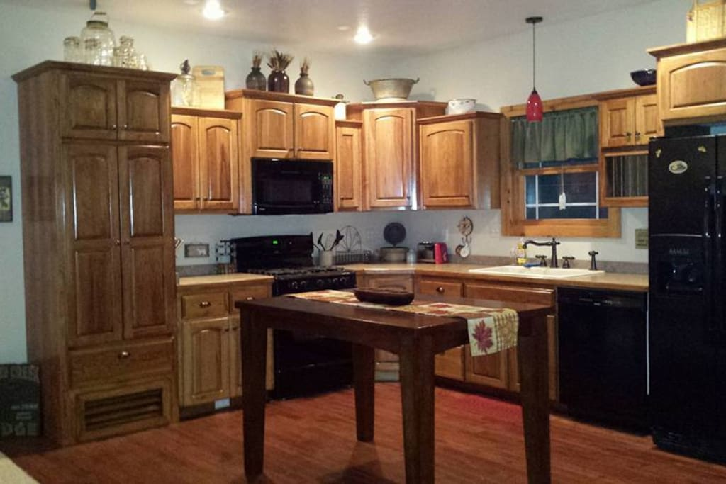 Clear creek bed breakfast bed breakfasts for rent in for Aki kitchen cabinets