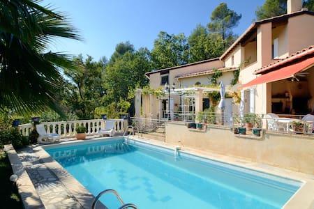 Villa d'artiste, cadre exceptionnel, Sud Luberon - House