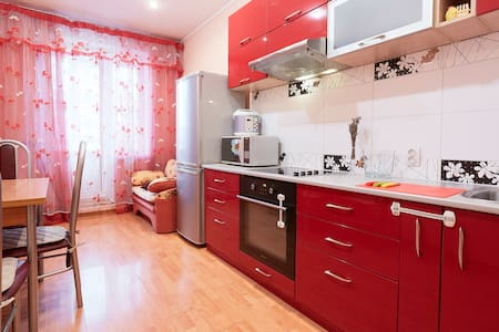 Sunny apartment near the metro. - Санкт-Петербург - Lägenhet