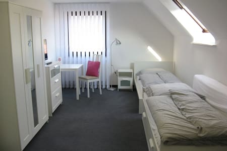 Tageslicht durchflutetes Gästezimmer m. Bad - Burscheid