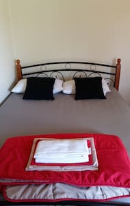 Cozy and comfy double bedroom in West Sydney. - Parramatta - House