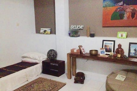 Quiet, functional studio apartment tucked away on Jalan Bisma, right in the heart of Ubud! Half way between the palace and the monkey forest and under 5 mins (by scooter) to Hubud and the Yoga Barn.  Oh! And FREE daily room service!