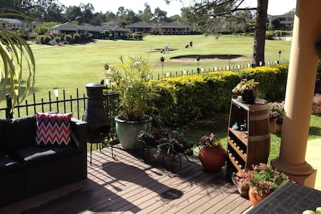 Golf Course Sanctuary - Coombabah - Bed & Breakfast