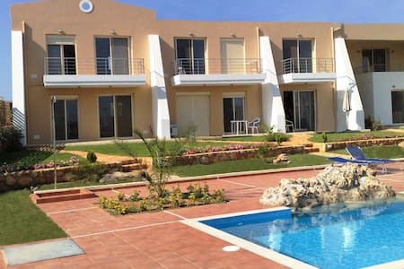 Luxury apt with pool,close to sea. - Sternes