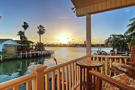 2BR Port Isabel Cottage w/Waterway Views! - Port Isabel - Otros