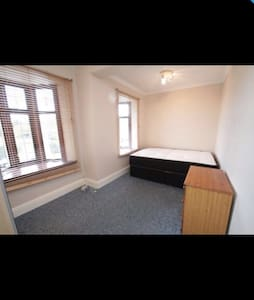 Rooms for rent 5 minute walk LFC - Liverpool - Hus