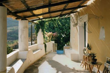 """Casa """"filicudara"""" 2 posti letto - Filicudi Porto - House"""