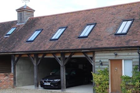 Modern and spacious studio barn annexe near Marlow - Marlow