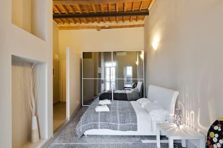 Modern/vintage studio with terrace - Apartmen