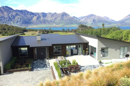Queenstown Nature Reserve Retreat - Hus