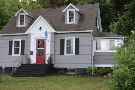 Charming Cape Cod - Walk to West Point - Highland Falls - Rumah