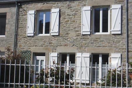 maison avec grand jardin clos - Rumah