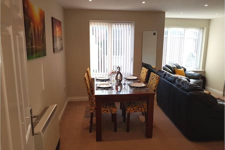 Donington 5 - Two Bed Fully Serviced Apartment - Castle Donington - Pis