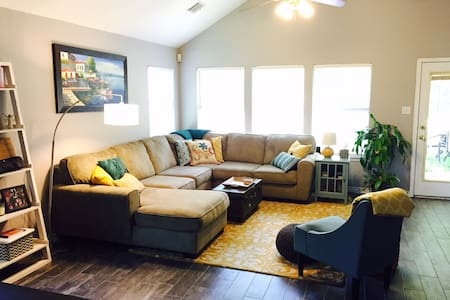 Beautiful family friendly home in south Austin. - Austin - House