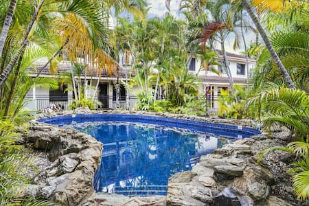 Townhouse 2xBedrooms near sea and city, free WiFi - Cairns North - Maison