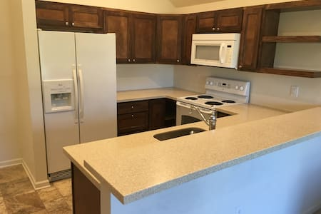 Indy 500 Getaway! Near-Northside Private Apartment - Indianapolis