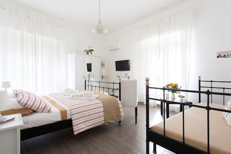 Kantuni b&b charming&large bedroom - Bed & Breakfast