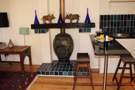 peaceful cottage in a vibrant area - Randburg