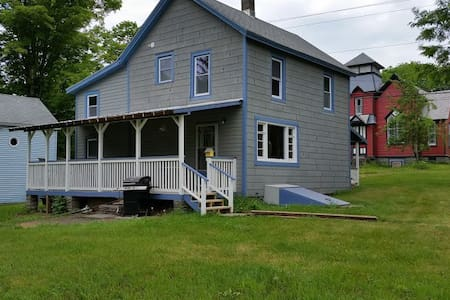 Cozy Newly Renovated Home - Hancock - Ház