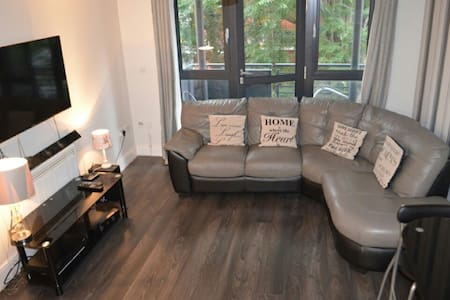 Comfy 1 bed flat close to tube - London - Apartment