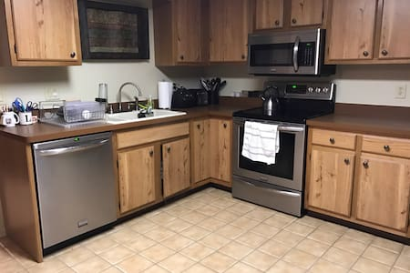2 rooms available in cute ranch - Penfield