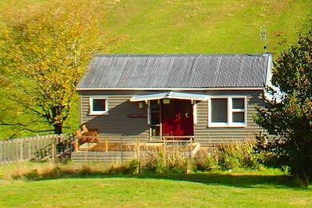 Cygnet cottage farmstay - Bungalow