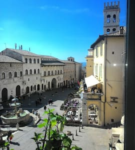 The charming view on Piazza del Comune in Assisi - Apartment