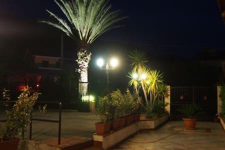 Vicio's House - Mezzojuso - Bed & Breakfast