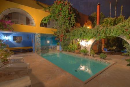 Authentic Mexican Villa with Pool and Staff - San Miguel de Allende - Villa