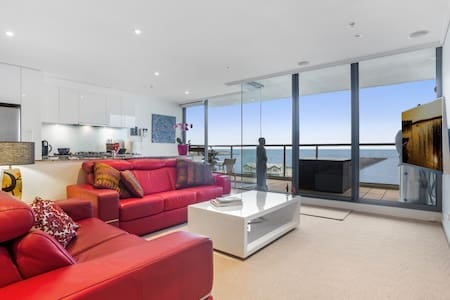 Stunning Apartment Beach Frontage, 10 min to CBD - Port Melbourne