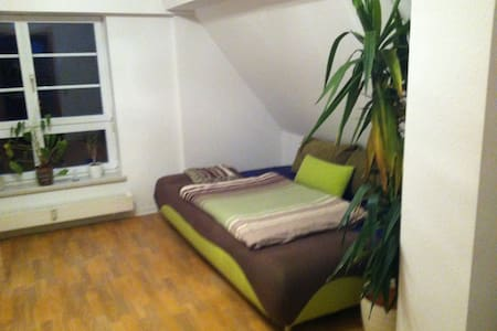 Süßes Dachgeschosszimmer - Appartement en résidence