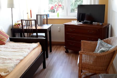 quiet, clean and friendly - Frankfurt am Main - Bed & Breakfast