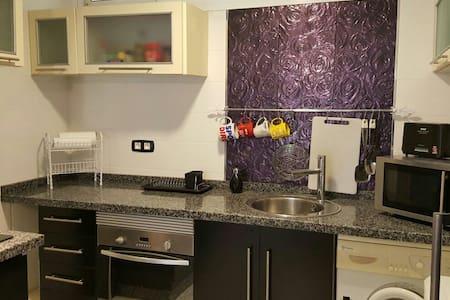 Acogedor piso totalmente remodelado - Appartement