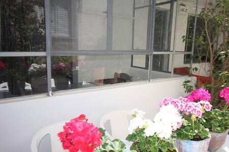 Cozy little studio in a garden - Glifada - Andere