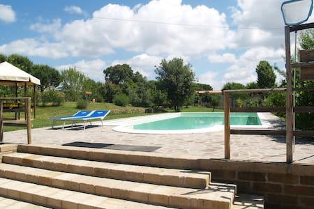Cozy apartment with wifi and swimmingpool view - Castiglione della Pescaia - House