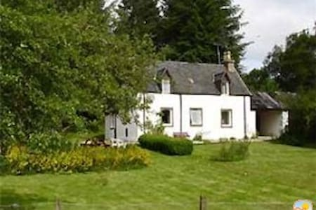 Cosy Loch Ness Forester's Cottage (Woodside) - Errogie - House