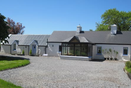 Charming character stone farmhouse - Dingle Peninsula - Cottage