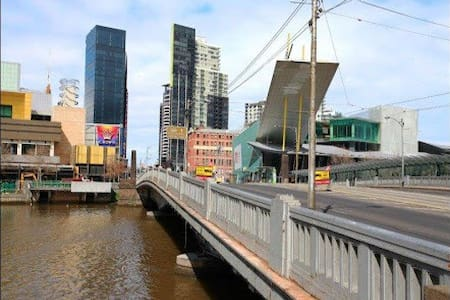 CENTRALLY LOCATED CBD APARTMENT - Melbourne - Apartment