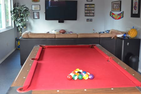 House with pool,  game room & NFL - Haus