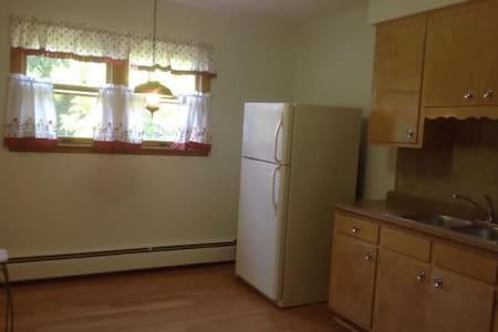 Quiet and cozy house near chicago - Melrose Park - Maison