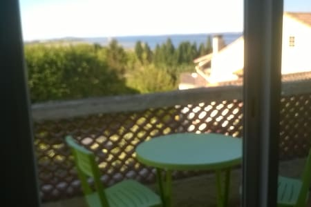 Appart 1er étage de villa independante, vue étang - Sète - House