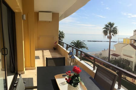 Brand new sea front beach apartment - Appartement