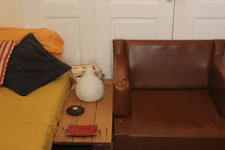Sunny & Vintage Room in CityCenter - Volos - House